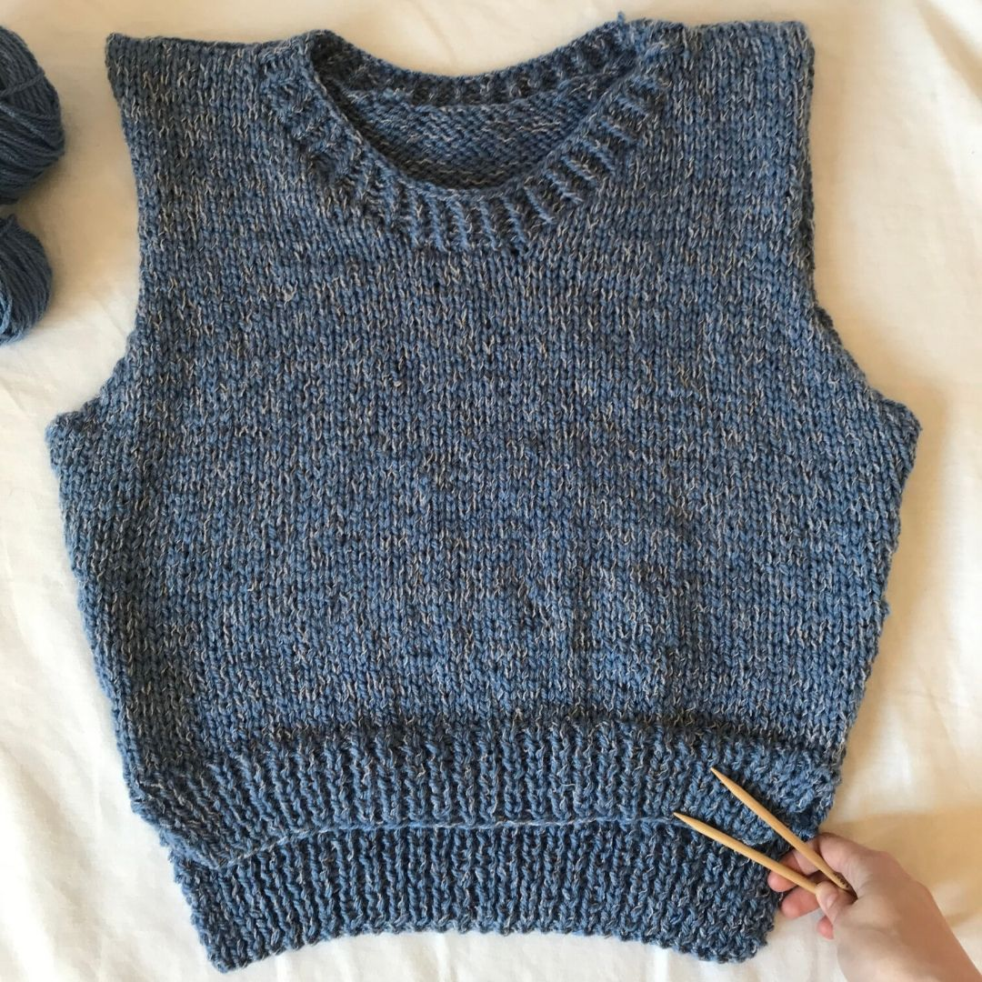spring knitted vest in acrylic yarn